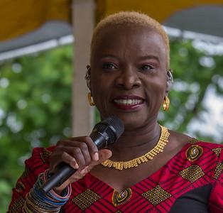 Econosmith com Angelique Kidjo HR-5624