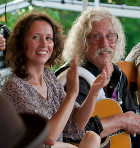 Sarah Lee Guthrie and Arlo Guthrie.