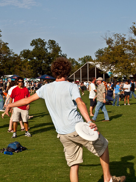 """""""Frisbee at the park""""<br /> Austin City Limits Music Festival 2009<br /> Friday, October 2, 2009<br />  <a href=""""http://www.aclfestival.com/default.aspx"""">http://www.aclfestival.com/default.aspx</a><br /> Photos Courtesy of Sean Murphy © 2009"""