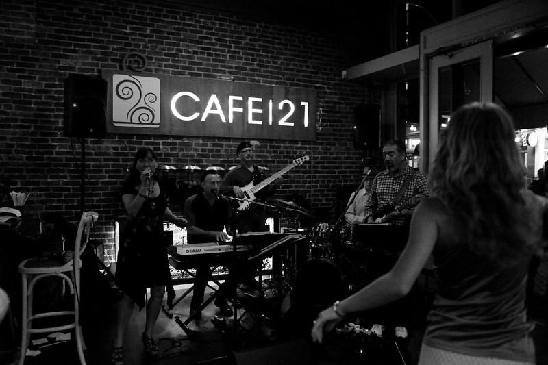 Toby Ahrens Group at Cafe 21