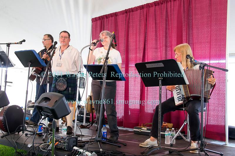 Cairde at the 2017 Niagara Celtic Festival in Olcott, NY.