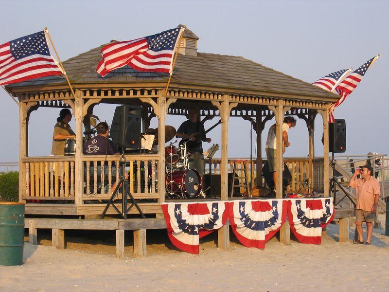 The Bob Sterling Band @ Newport Avenue Beach