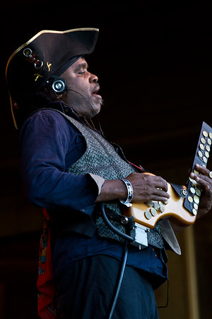 Victor Wooten with the synthtar.