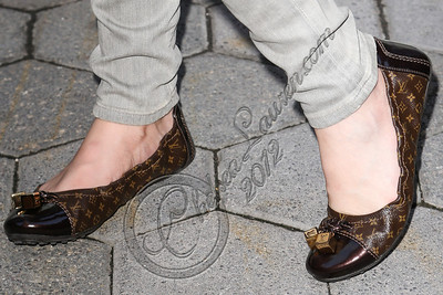 UNIVERSAL CITY, CA - AUGUST 31:  Actress / singer Bella Thorne (shoe detail) arrives at Universal CityWalk's free music spotlight series at 5 Towers Outdoor Concert Arena on August 31, 2012 in Universal City, California.  (Photo by Chelsea Lauren/WireImage)