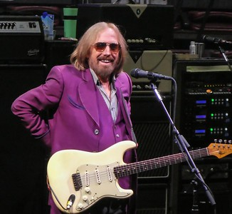 TOM PETTY--RIP JULY OF 2017 AT THE WELLS FARGO CENTER