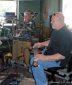 Rob Thorne (drums) and Dale Meyer (lap guitar)