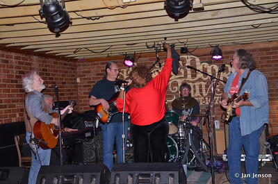 Chocolate Thunder (Linda Rodney) with Part Time Blues Band