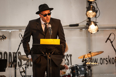 Bluesgeneral Jo Even Tomren presenterer Ørskog Brass......