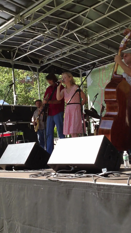 Bruce Robison and Kelly Willis - Harper Valley PTA (Cover) - Stuyvesant Oval, NYC - June 23rd, 2012