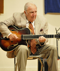 Bucky Pizzarelli at Minstrel Coffee House - 07-17-2009