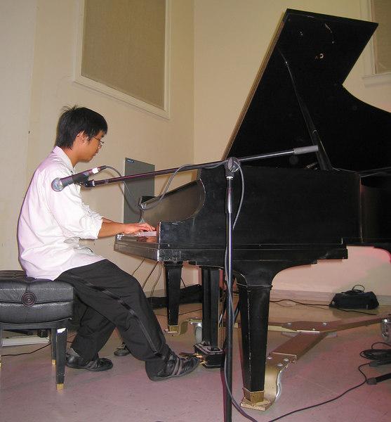The Pulsar Triyo - Pulsar Li on piano