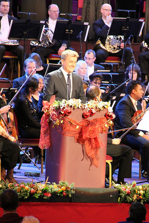 Aled Jones narrating The Night Before Christmas. 23 December 2012