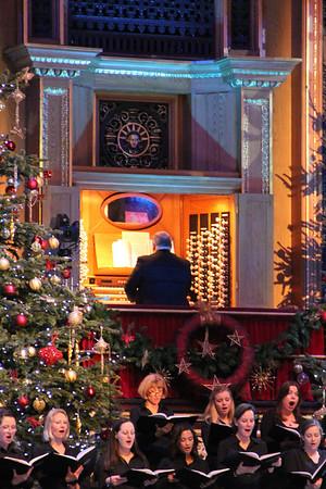 Organist Philip Scriven on the Royal Albert Hall Organ. 23 December 2012