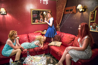 LOS ANGELES, CA - NOVEMBER 13:  (L-R) Singers Camilla McKewen, Ruby Jones, loretta Miller and Clairy Browne prepare backstage at The Mint on November 13, 2012 in Los Angeles, California.  (Photo by Chelsea Lauren/WireImage)