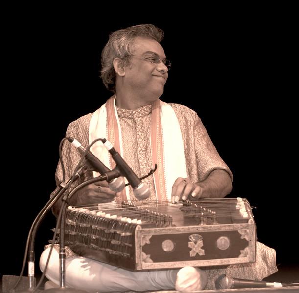 00aFavorite 2 Pundit Tarun Bhattacharya, Santoor - Sep 29 2007, Raleigh, NC (913p)