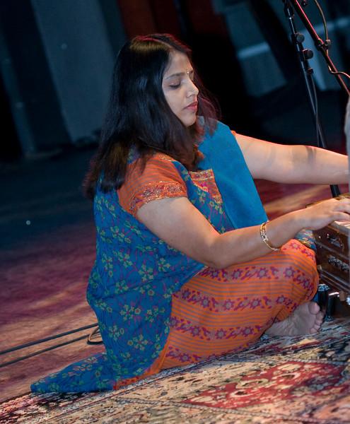 5 Chirashree Bhattacharya, Harmonium - Sep 29 2007, Raleigh, NC (835p)