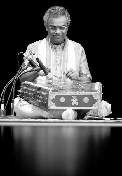 00aFavorite 2 Pundit Tarun Bhattacharya, Santoor - Sep 29 2007, Raleigh, NC (926p)
