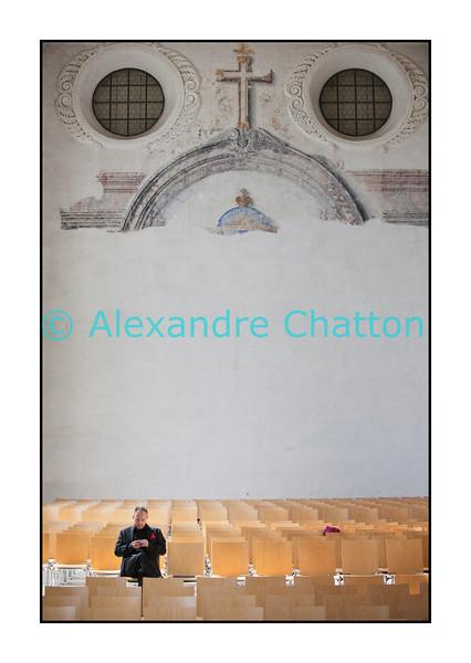 Samedi 3 septembre 2011: 17e Schubertiade d'Espace 2 à Porrentruy, dans le Jura suisse. La solitude d'un homme aux prises avec son smartphone dans l'Eglise des Jésuites.