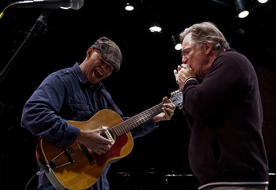 Guy Davis and John Sebastian jamming before the show.