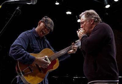 Guy Davis and John Sebastian jamming before the show.