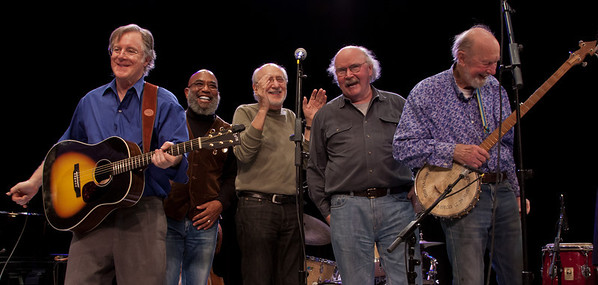 John Sebastian, Josh White J., Peter Yarrow, Tom Paxton and Pete Seeger at the end of the show.