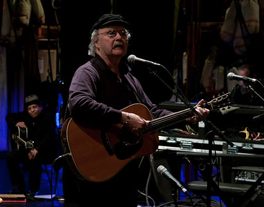 Tom Paxton at sound check with Garland Jefferies in the wings.