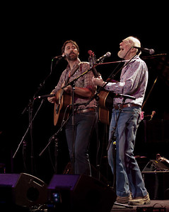 Pete and Tao Seeger.