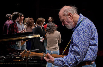 Pete Seeger at sound check with Tao Seeger directing Power of Song, Lucy Kaplansky and Suzanne Vega.
