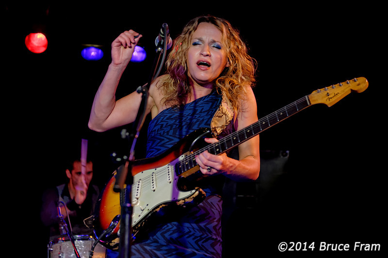 Ana Popovic at Moe's