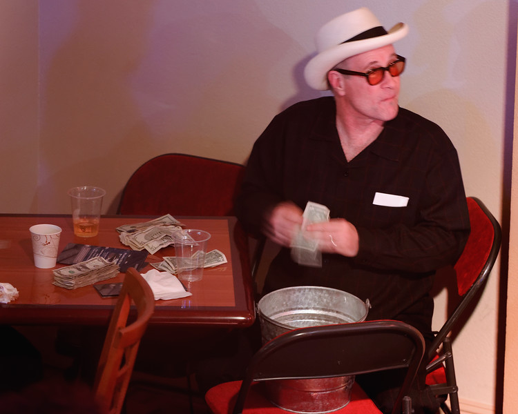 Mark Hummel counts the tips after the show while watching other players!