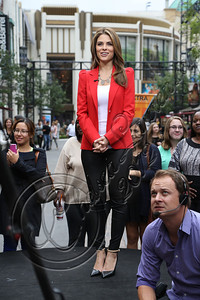 LOS ANGELES, CA - NOVEMBER 08:  Televsion personality Maria Menounos attends filming on EXTRA at The Grove on November 8, 2012 in Los Angeles, California.  (Photo by Chelsea Lauren/WireImage)