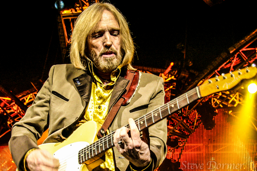 CONCERT, TOM PETTY AND THE HEARTBREAKERS
