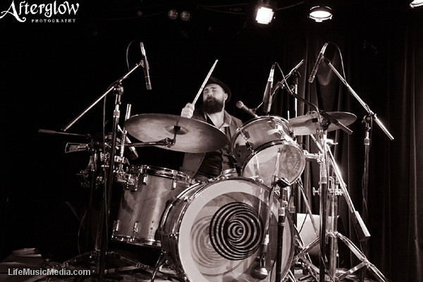 """Jeff Lang @ East Brunswick Club, Melbourne  Photographer: <a href=""""http://www.afterglowphotography.com.au"""" target=""""_wina"""">Amy Skinder</a>  <a href=""""http://lifemusicmedia.com"""" target=""""_wina"""">LIFE MUSIC MEDIA</a>"""