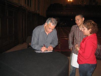 Jose Gonzalez signing autograph