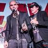 Carlos Escobedo (Sôber) entregando el premio de mejor frontman del 2017 @ Rockferéndum La Heavy/Mariskal Rock 2017 - 2018 - Cool Stage - Madrid
