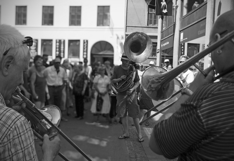 Earth, Wind and Sun.<br /> Street parade with Orion Brass Band.