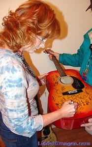 Reba signing Charity Guitars...