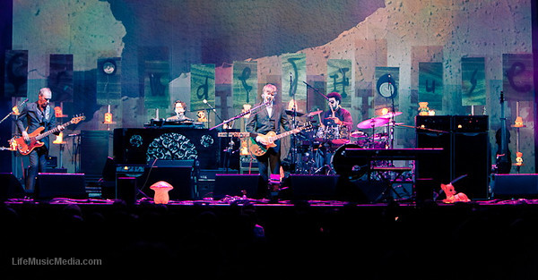 Crowded House @ Brisbane Convention Centre - November 9th, 2010  Photographer: Matt Palmer  Photographer: LIFE MUSIC MEDIA