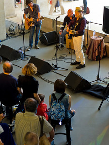 Paris, France, Audience Watching American Country Rock Singer perfoming in Apple Store at Louvre Shopping Center, Elliot Murphy