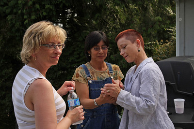 Late Saturday afternoon, Donna, Aline, and Lila hang out at Mike's house before we make our way to the Marine Pub.