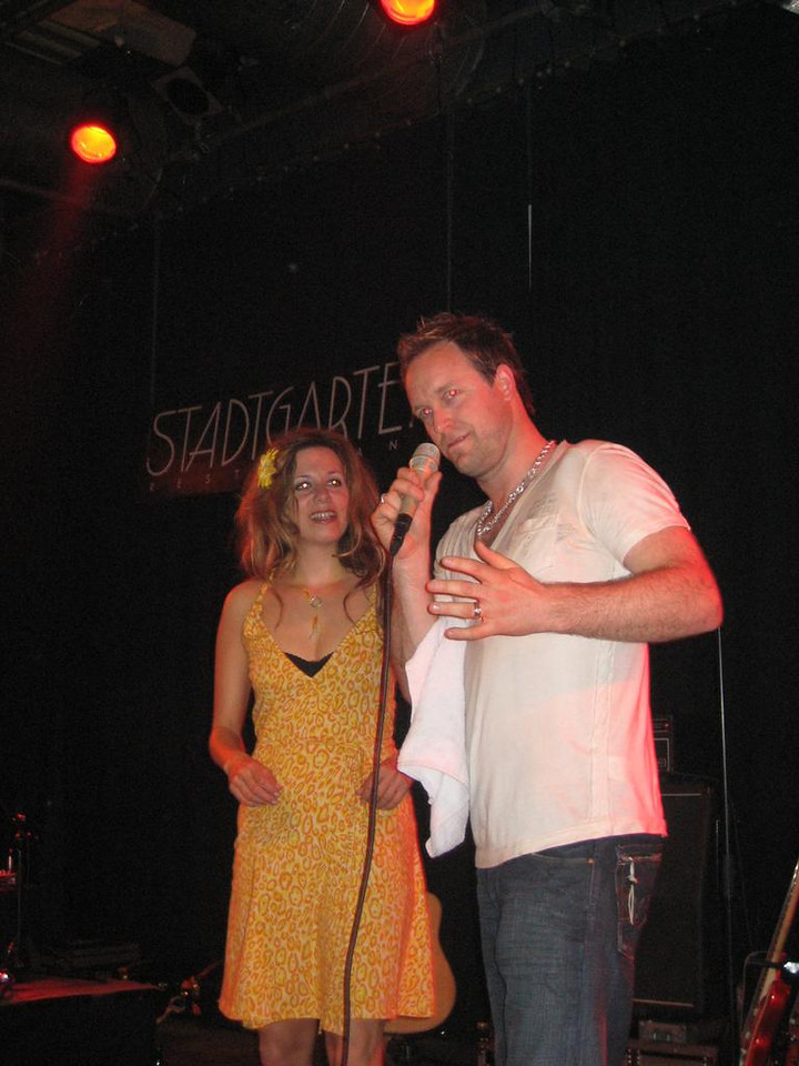 Jonny and Simone announcing the 2nd encore... a lullaby, very sweet