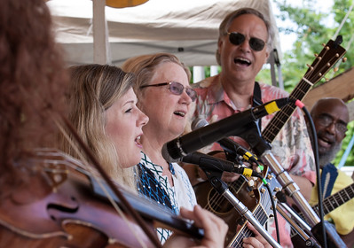 Lisa Gutkin on the violin, Dar Williams, Holly Near, Tom Chapin and Josh White Jr. on the main Stage at the 2014 Clearwater Festival.