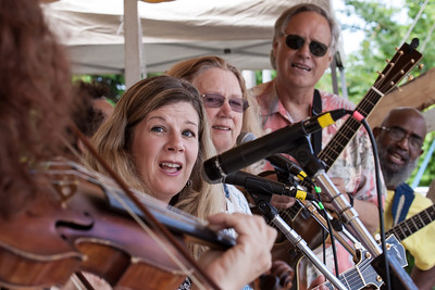 Lisa Gutkin on the fiddle, Dar Williams, Holly Near, Tom Chapin and Josh White Jr.  performing on the main stage at the 2014 Clearwater Festival.