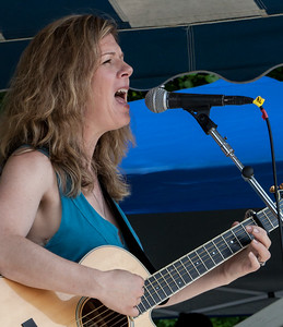 Dar Williams on the Hudson Stage at the 2011 Clearwater Festival.