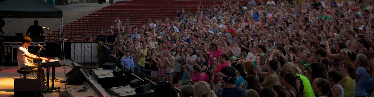 Darren Criss at Six Flags St. Louis July 21, 2011
