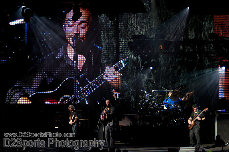 Dave Matthews Band ... Summer Tour 2010<br /> July 21, 2010 at Verizon Wireless Amphitheatre Charlotte<br /> (file 210221_803Q4337_1D3)