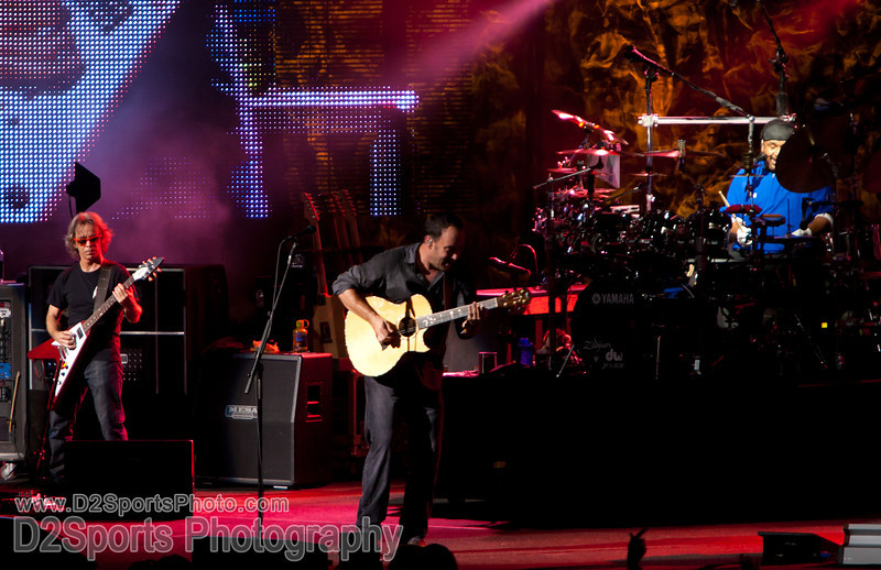 Dave Matthews Band ... Summer Tour 2010<br /> July 21, 2010 at Verizon Wireless Amphitheatre Charlotte<br /> (file 205853_803Q4328_1D3)