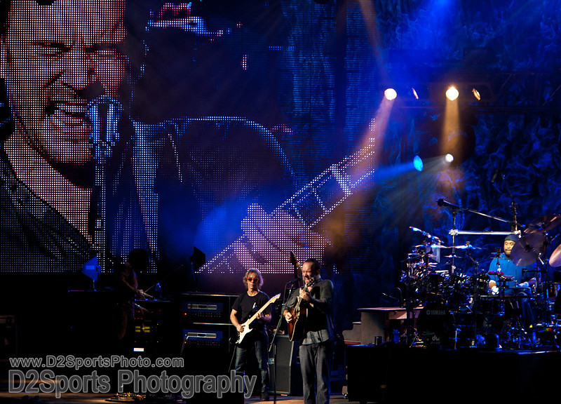Dave Matthews Band ... Summer Tour 2010<br /> Jul 21, 2010 at Verizon Wireless Amphitheatre Charlotte<br /> (file 210613_803Q4339_1D3)