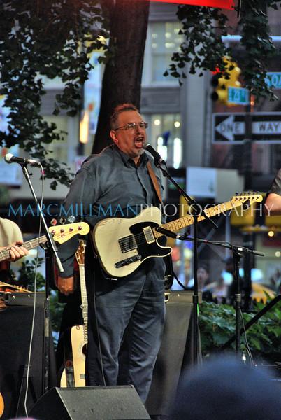 David shouts<br /> David Bromberg Quartet @ Madison Sq Pk (Wed 7/14/10)
