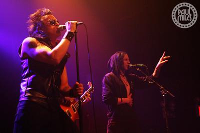 Star Killer singer Jasin Cadic joins Tommy London on vocals for the song Bruises.
